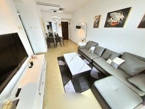环岛丽园 2室1厅 72㎡ 整租_环岛丽园租房客厅图片3
